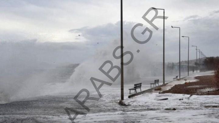 الطقس السيئ يصيب موانئ اليونان بالشلل