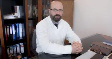 إغلاق عيادة الدكتور مأمون مسعود في أثينا لمدة أسبوع لدواعي السفر