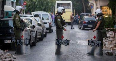 الحكومة اليونانية تستعد لإخلاء المباني التي يحتلها مهاجرون في أثينا