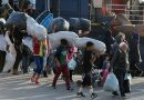 نقل 112 مهاجراً من الجزر اليونانية إلى البر الرئيسي