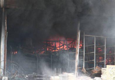 وفاة امرأة أفغانية جراء حريق في مخيم كاراتيبي في جزيرة ليسفوس اليونانية