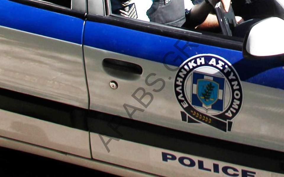محاكمة 14 مهاجراً بتهم تتعلق بحيازة الأسلحة والمخدرات في أثينا