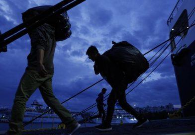 السكان المحليون في جزيرة كيوس يحتجون على قرار بناء منشآت مغلقة للمهاجرين