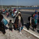 اللاجئون في جزيرة ليسفوس يطالبون بنقلهم إلى أثينا